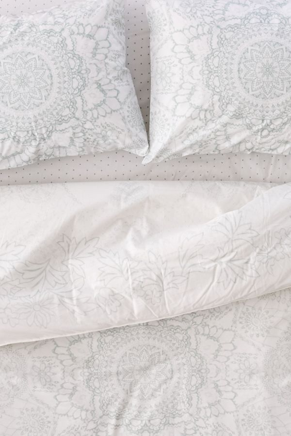 Kaye Medallion Comforter Snooze Set Urban Outfitters Canada