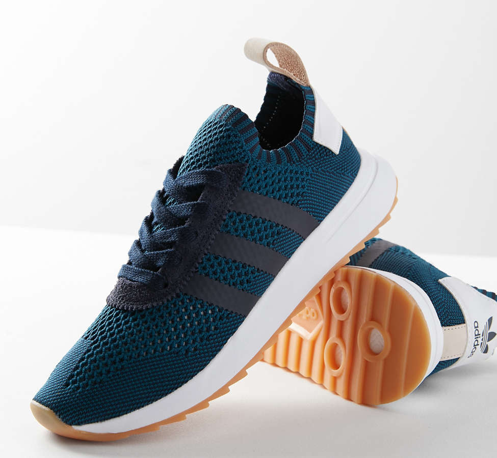 Slide View: 1: adidas Originals Flashback Primeknit Sneaker