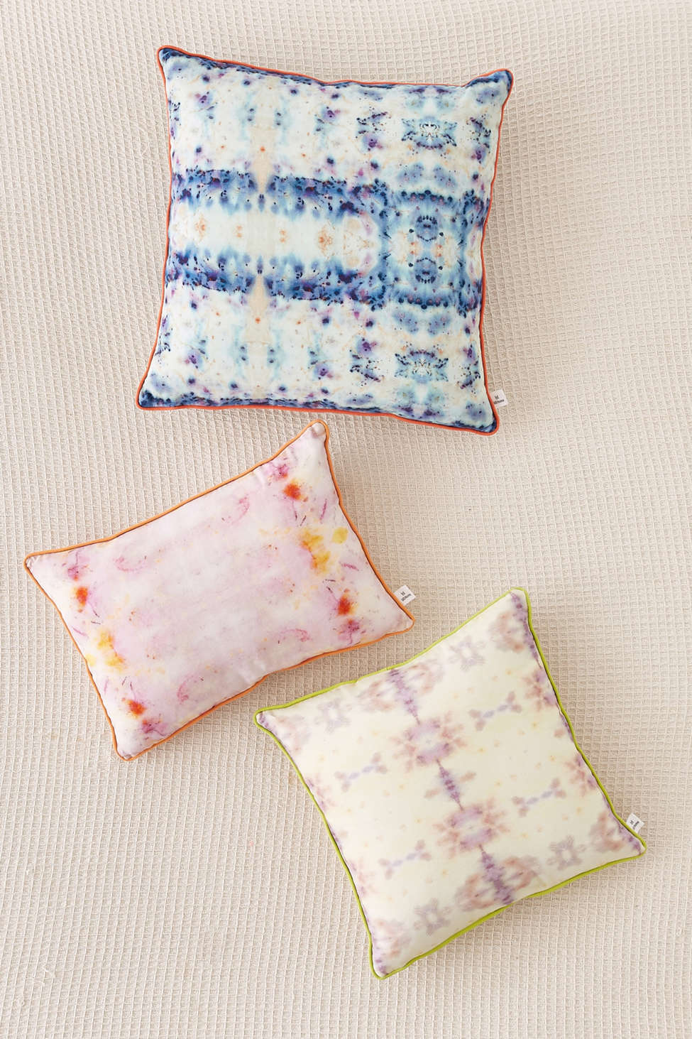 Slide View: 1: Mila Mirror Dye Throw Pillow