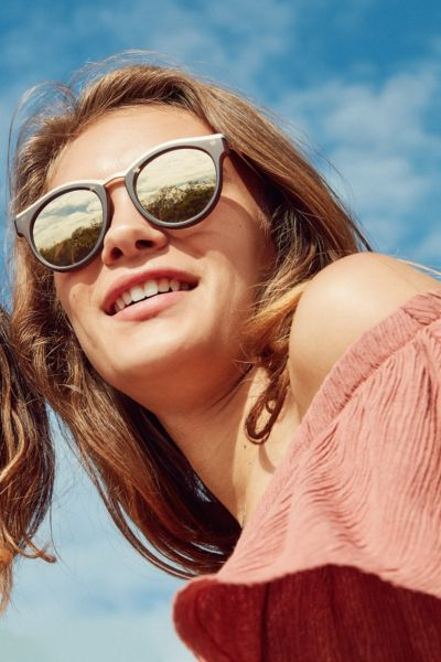 Le Specs Hypnotize Round Sunglasses - Gold One Size at Urban Outfitters