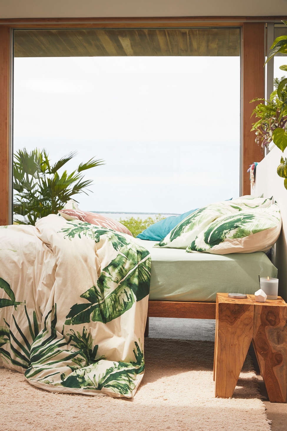 Slide View: 2: Expressive Palms Duvet Cover