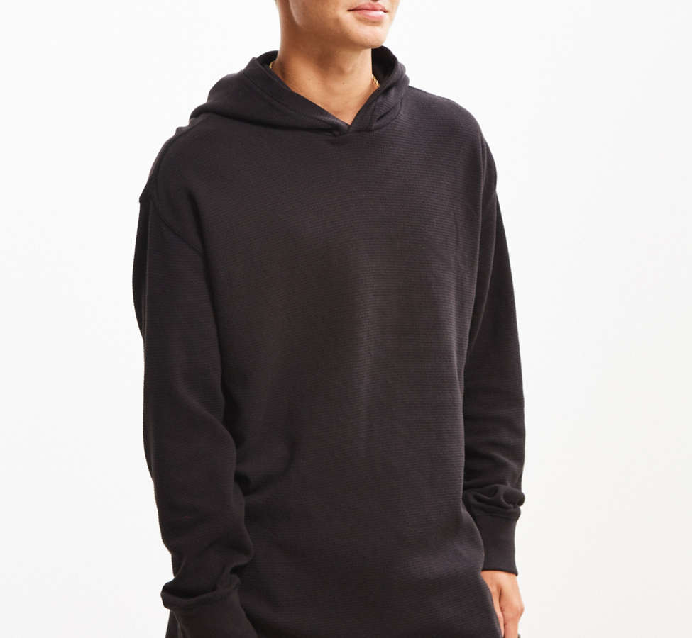 Slide View: 1: UO Colin Thermal Hooded Long Sleeve Tee