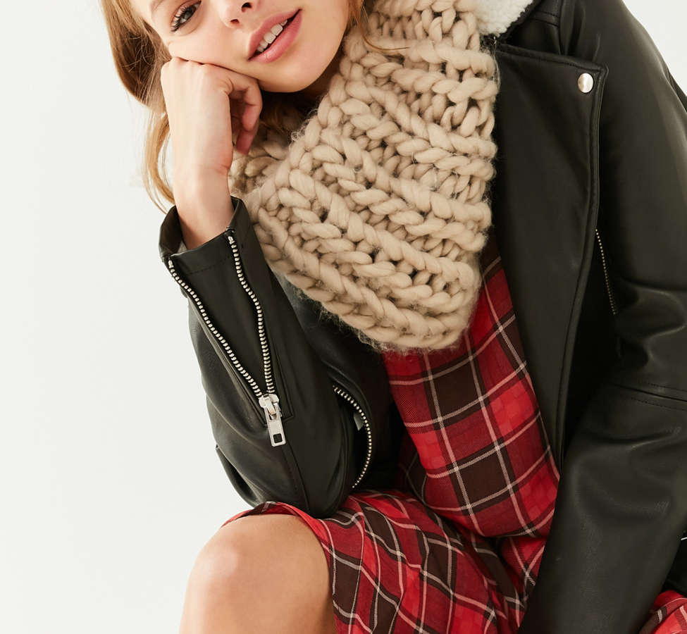 Slide View: 1: Chunky Knit Snood