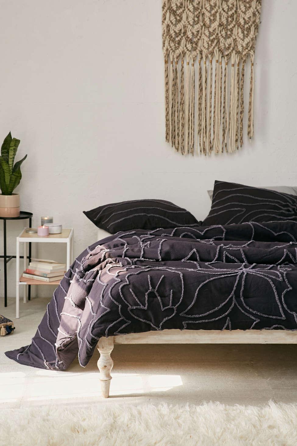 Slide View: 1: Margot Tufted Floral Comforter