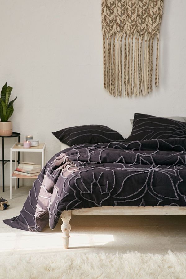 Margot Tufted Floral Comforter Urban Outfitters Canada