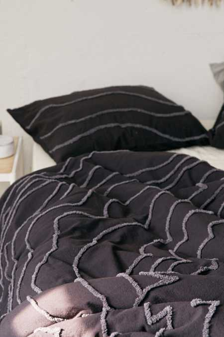 Slide View: 4: Margot Tufted Floral Comforter