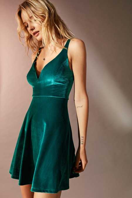UO Heart Of The Ocean Sweetheart Velvet Mini Dress