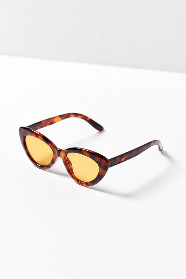 Lunettes de soleil yeux de chat Extreme Angle   Urban Outfitters Canada 5b736b062fe4