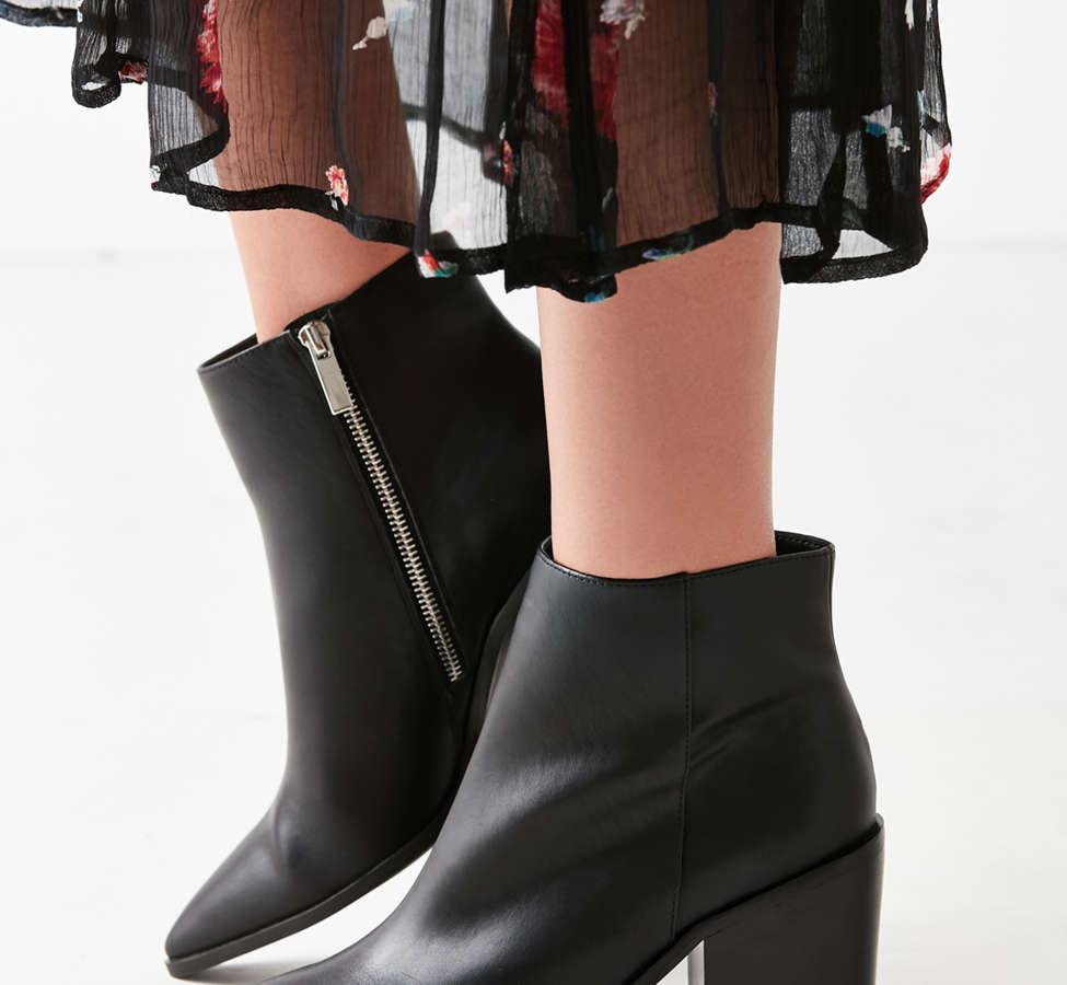 Slide View: 3: Nori Pointy-Toe Ankle Boot