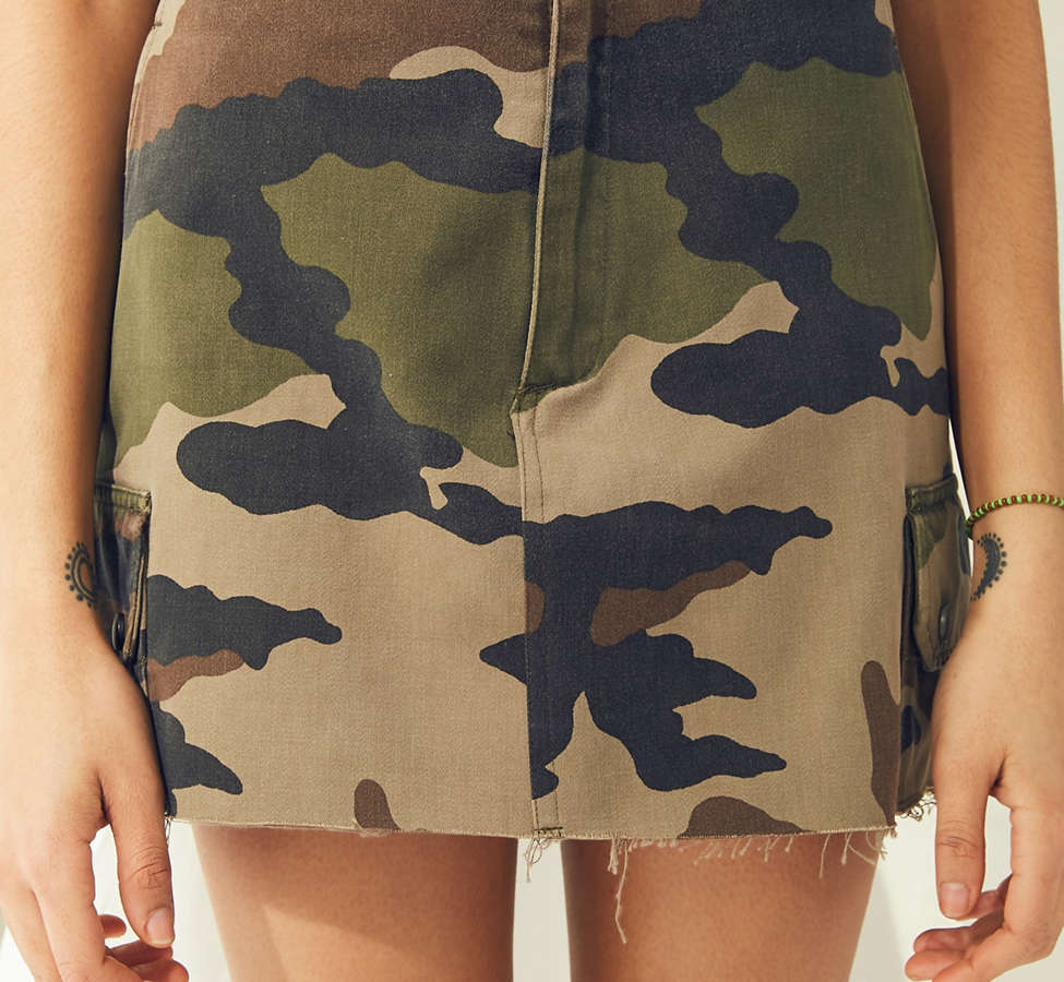 Slide View: 4: Urban Renewal Recycled Vintage Camo Mini Skirt