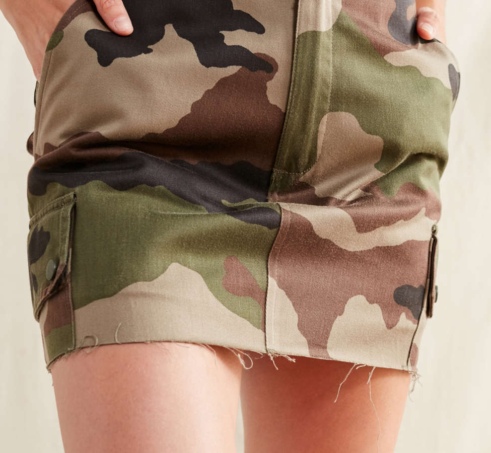 Slide View: 6: Urban Renewal Recycled Vintage Camo Mini Skirt