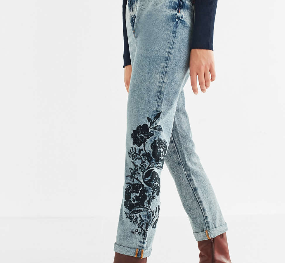 Slide View: 1: BDG Mom Jean - Floral Embroidered