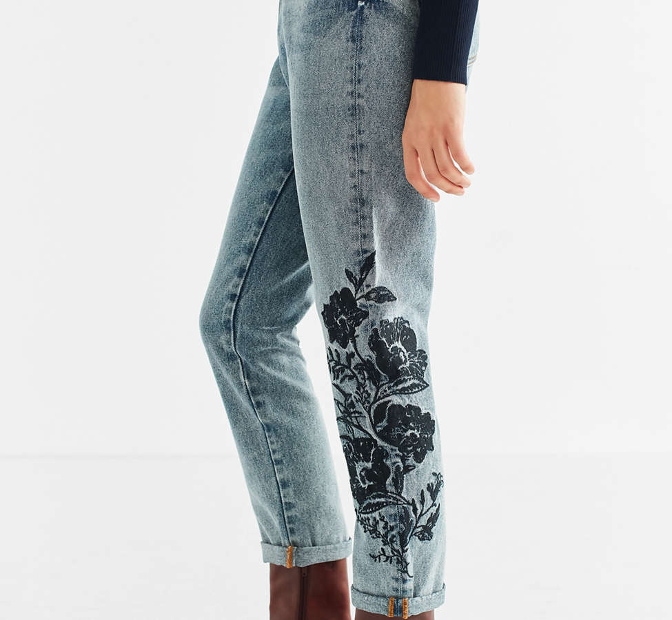 Slide View: 4: BDG Mom Jean - Floral Embroidered