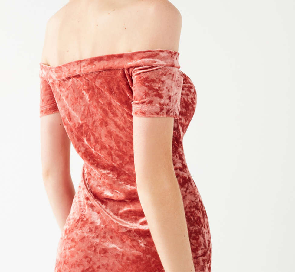 Slide View: 3: UO Off-The-Shoulder Crushed Velvet Bodycon Dress