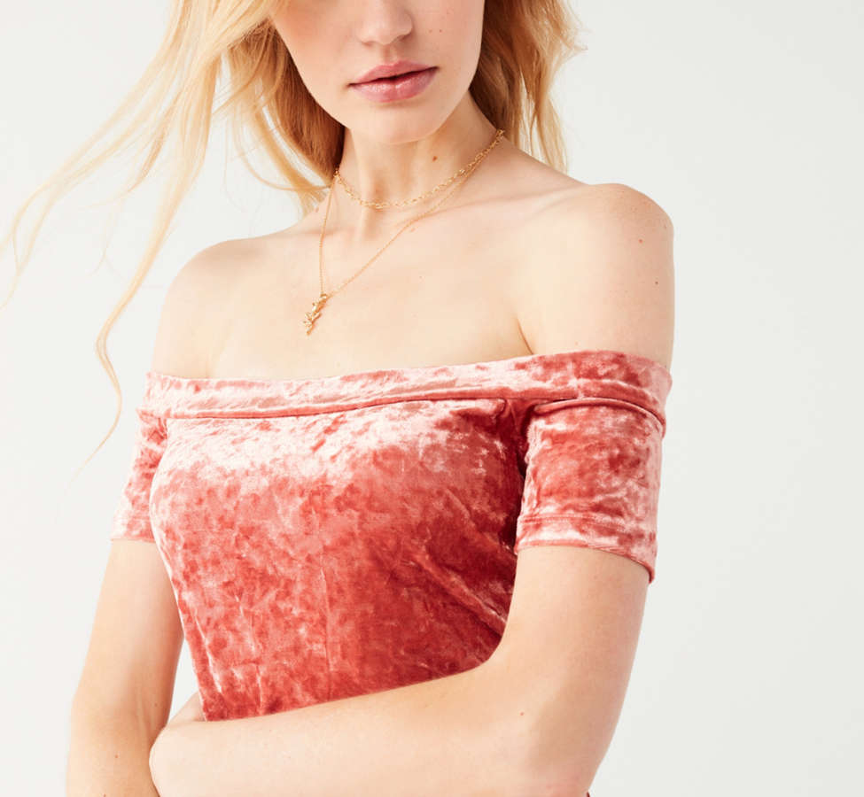 Slide View: 4: UO Off-The-Shoulder Crushed Velvet Bodycon Dress