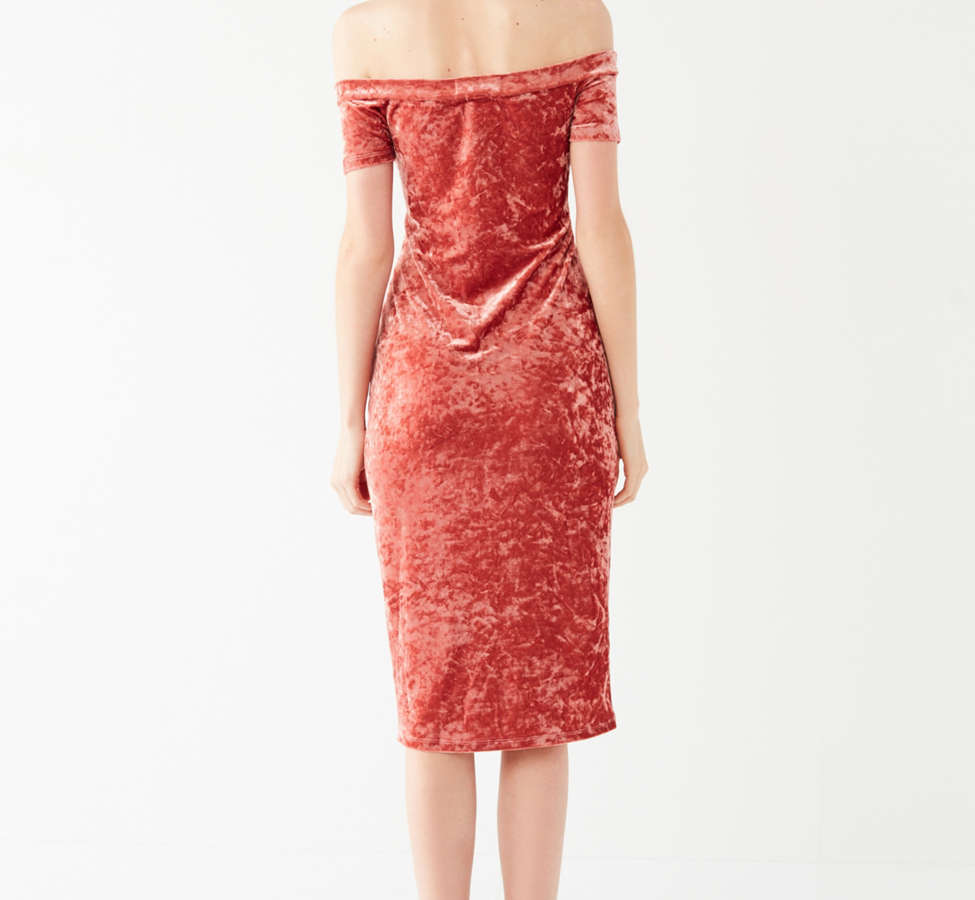 Slide View: 6: UO Off-The-Shoulder Crushed Velvet Bodycon Dress