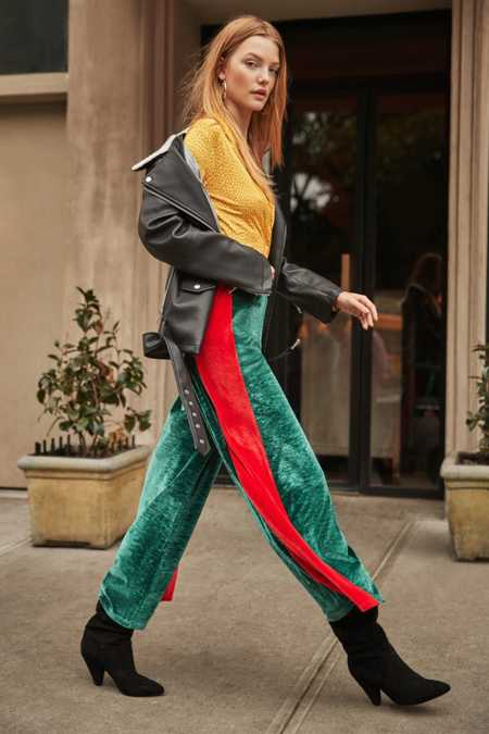 Slide View: 1: UO Striped Velour Wide-Leg Pant