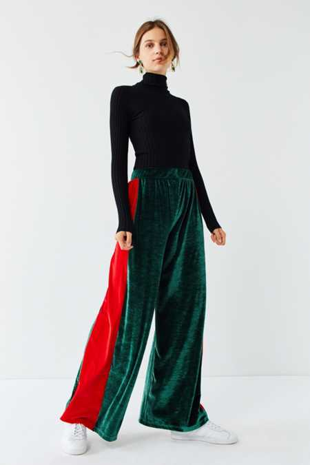 Slide View: 3: UO Striped Velour Wide-Leg Pant