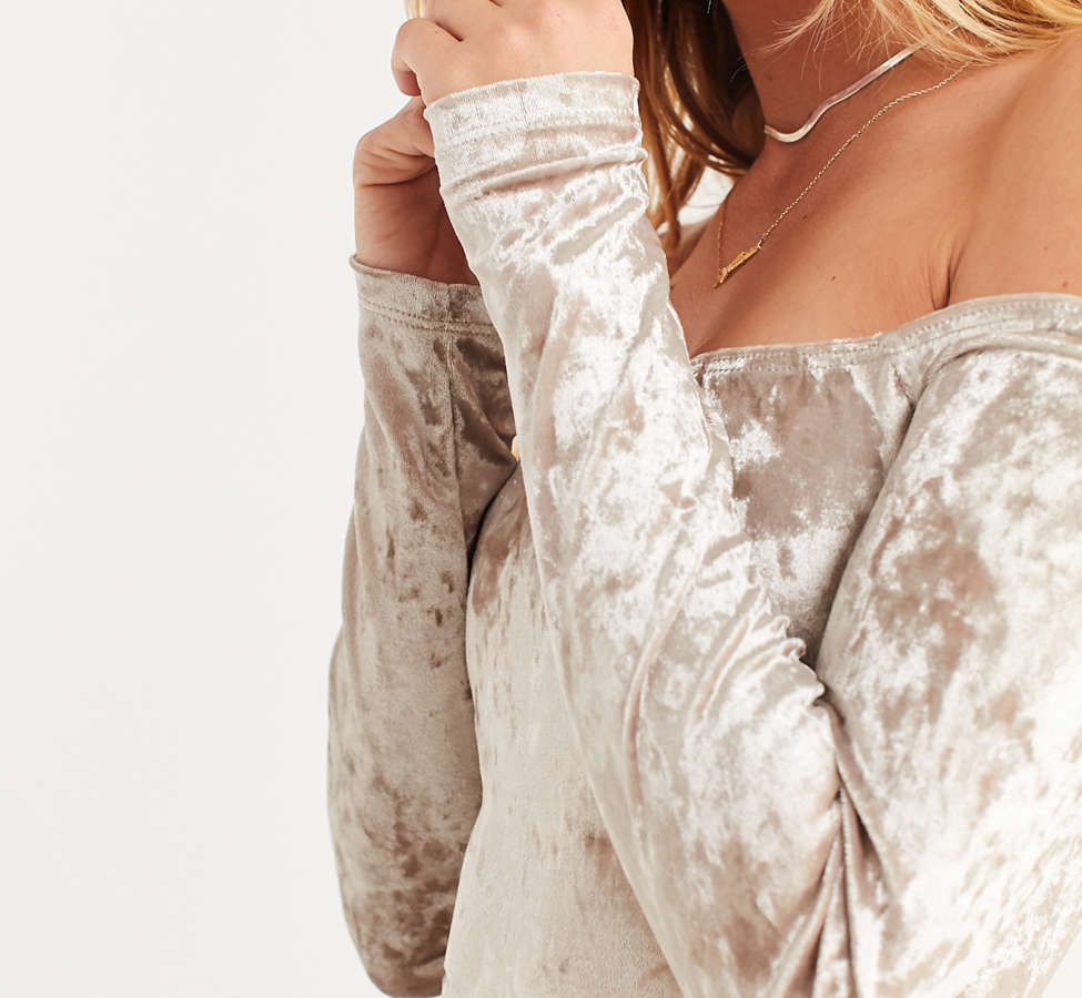 Slide View: 4: UO Off-The-Shoulder Velvet Top