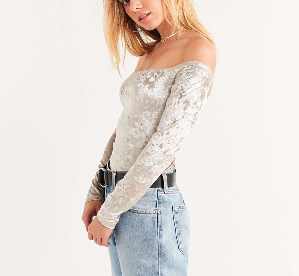 Slide View: 5: UO Off-The-Shoulder Velvet Top