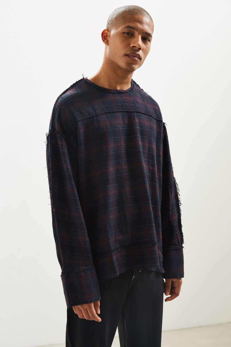 JieDa Fray Plaid Pullover Shirt | Urban Outfitters Canada