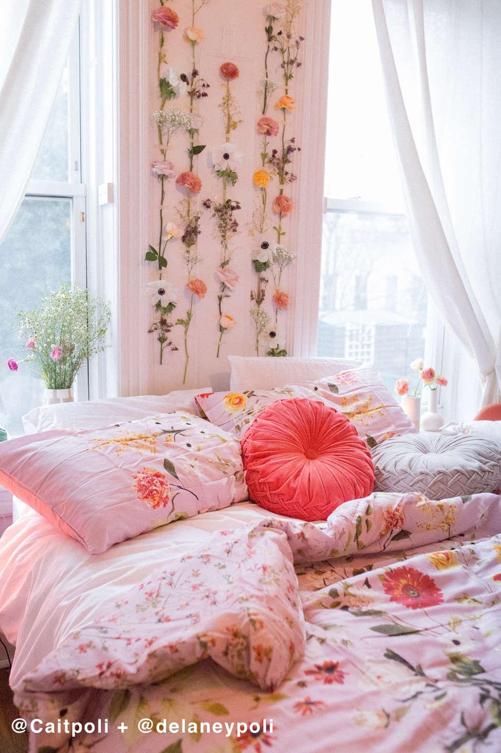 Slide View: 1: Daniella Floral Comforter