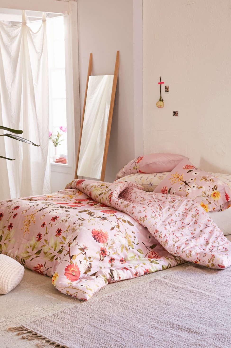 Slide View: 3: Daniella Floral Comforter