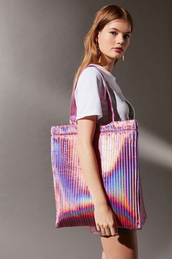 Pink pleated tote bag