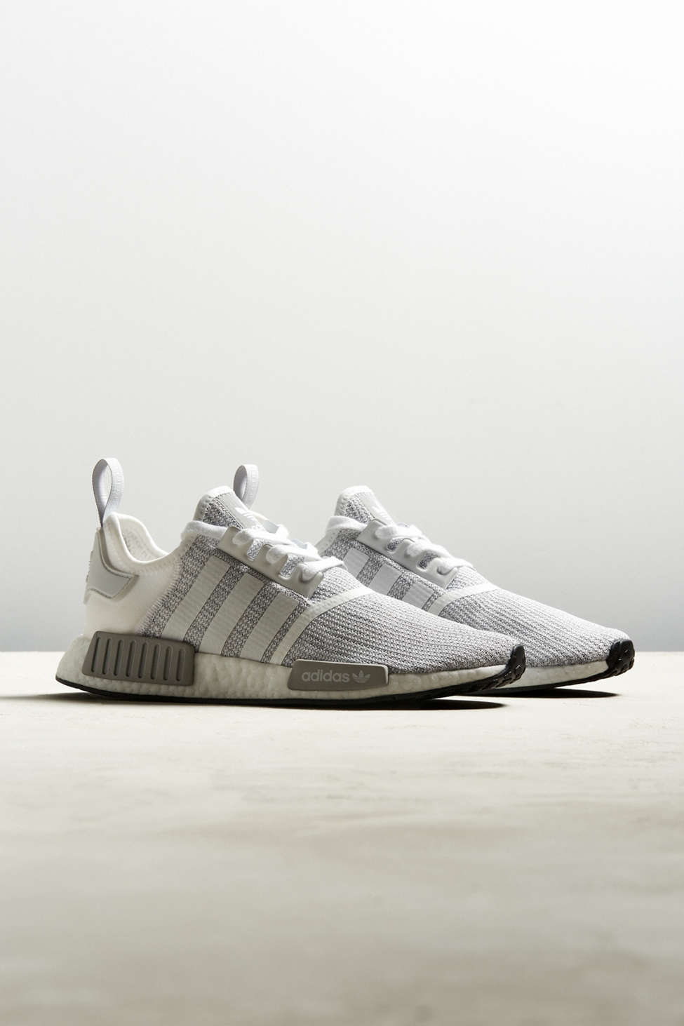 nmd r1 (urban outfitters scarpe adidas