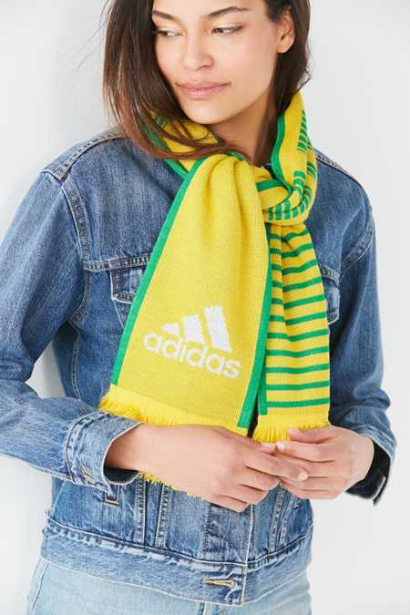 Amarillo mujer adidas coleccion Urban Outfitters
