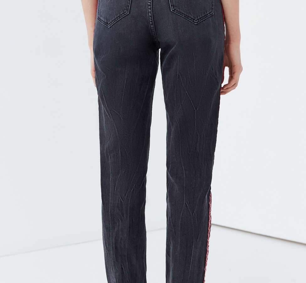 Slide View: 3: BDG Mom Jean – Side Stripe