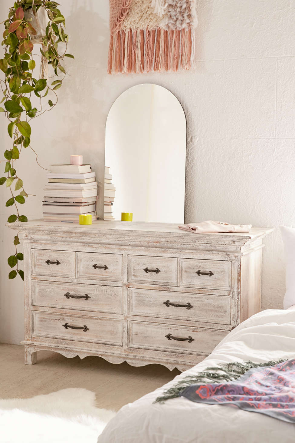 Slide View: 1: Padma 8-Drawer Dresser
