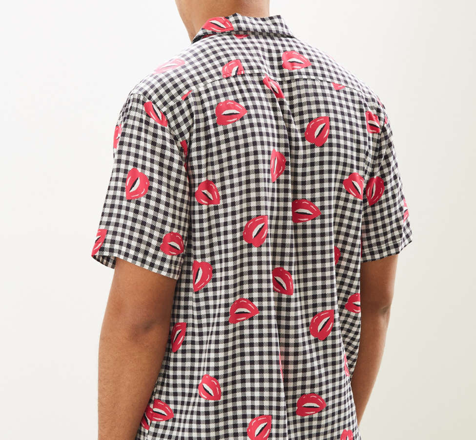 Slide View: 4: UO Liam Pop Gingham Rayon Short Sleeve Button-Down Shirt