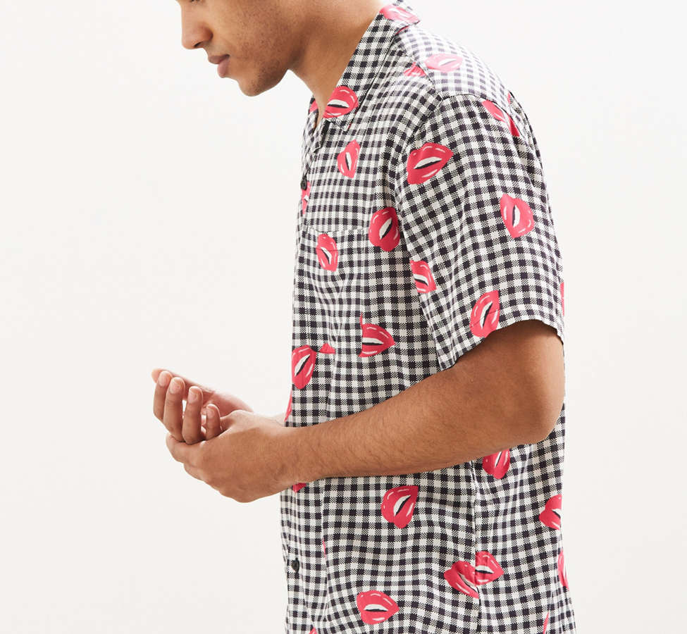 Slide View: 5: UO Liam Pop Gingham Rayon Short Sleeve Button-Down Shirt