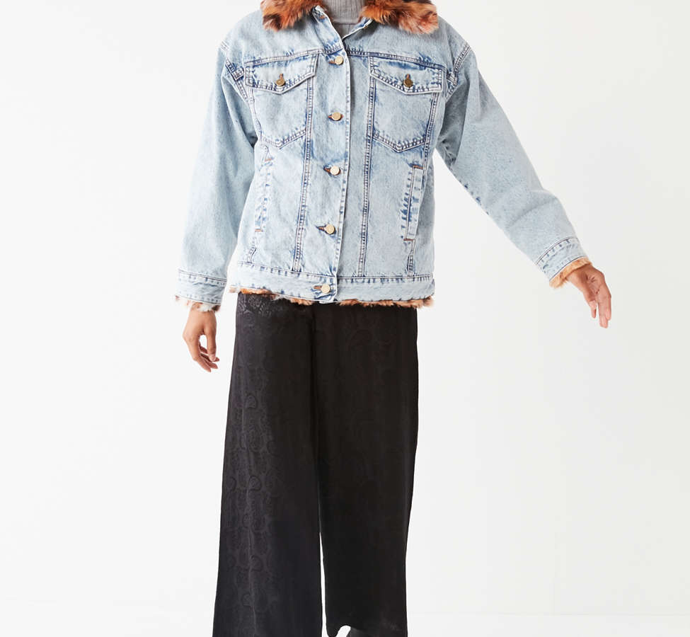 Slide View: 2: UO Faux Fur Lined Denim Trucker Jacket