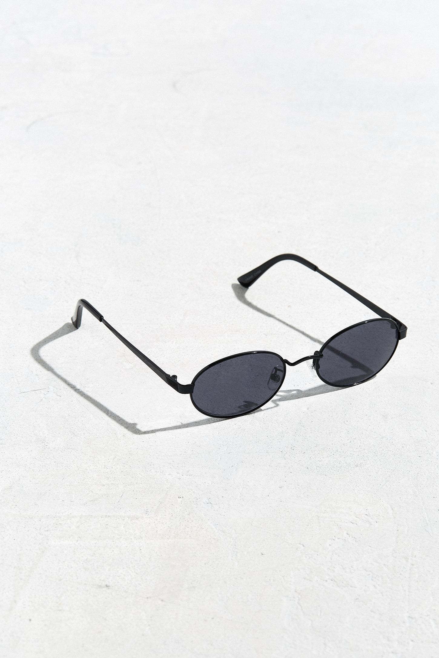 Slide View: 1: UO Small Metal Oval Sunglasses