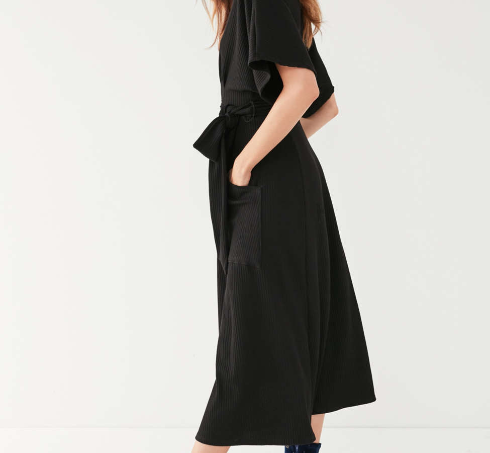 Slide View: 4: UO Ribbed Knit Plunging Midi Dress