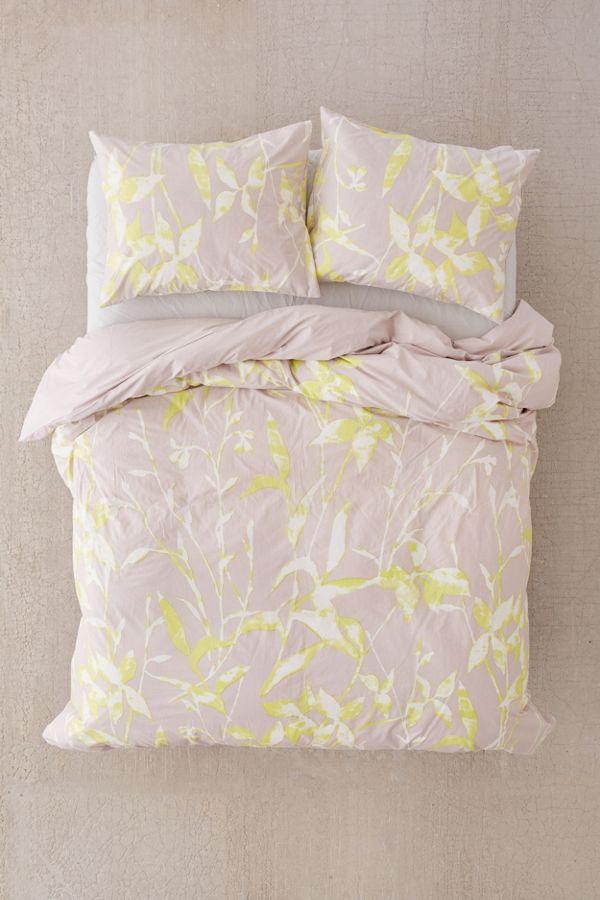 housse de couette fleurs monika urban outfitters canada. Black Bedroom Furniture Sets. Home Design Ideas