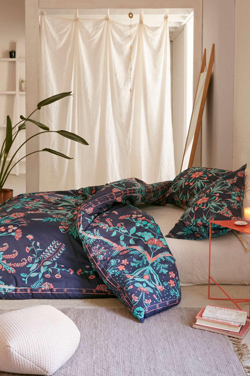 Slide View: 1: Bettina Floral Comforter