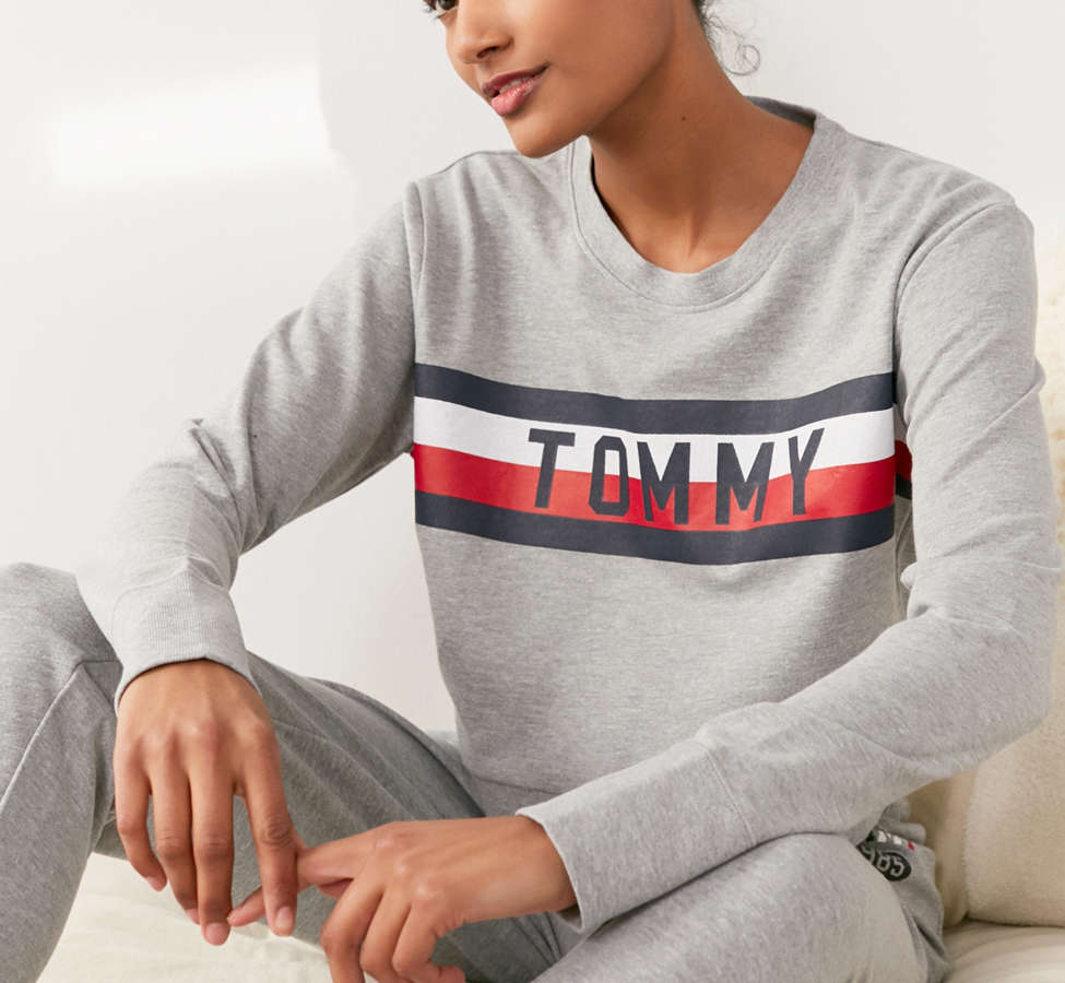 Slide View: 3: Tommy Hilfiger X UO Global Stripe Crew-Neck Sweatshirt