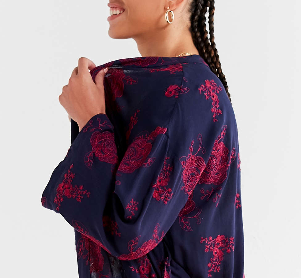 Slide View: 3: UO Embroidered Floral Kimono