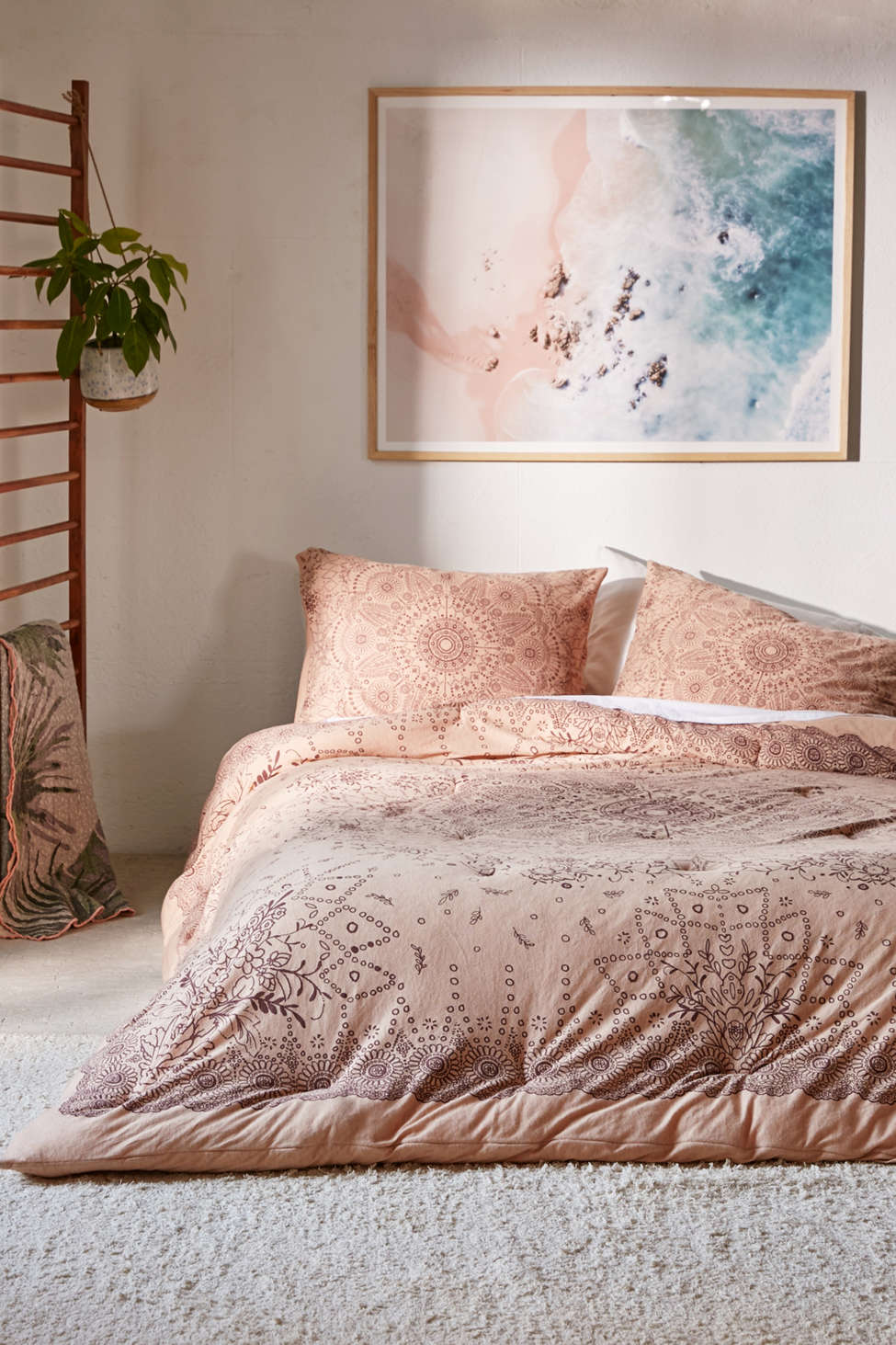 Slide View: 1: Amelia Medallion Jersey Comforter