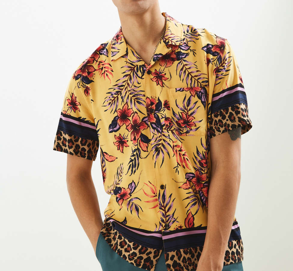 Slide View: 1: UO Floral + Leopard Rayon Short Sleeve Button-Down Shirt