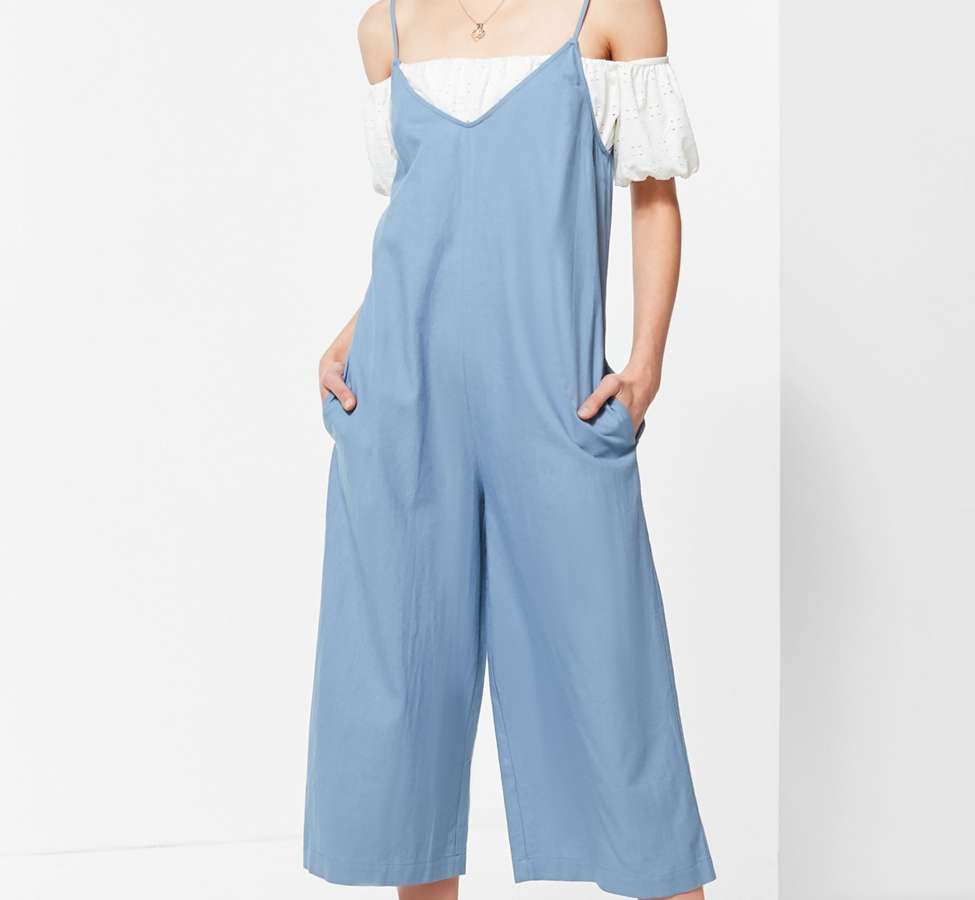 Slide View: 1: UO Shapeless Linen V-Neck Jumpsuit