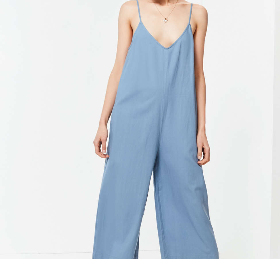 Slide View: 3: UO Shapeless Linen V-Neck Jumpsuit