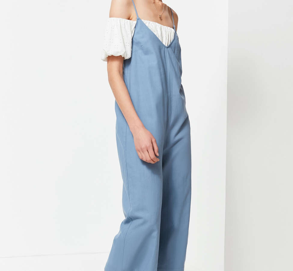 Slide View: 6: UO Shapeless Linen V-Neck Jumpsuit