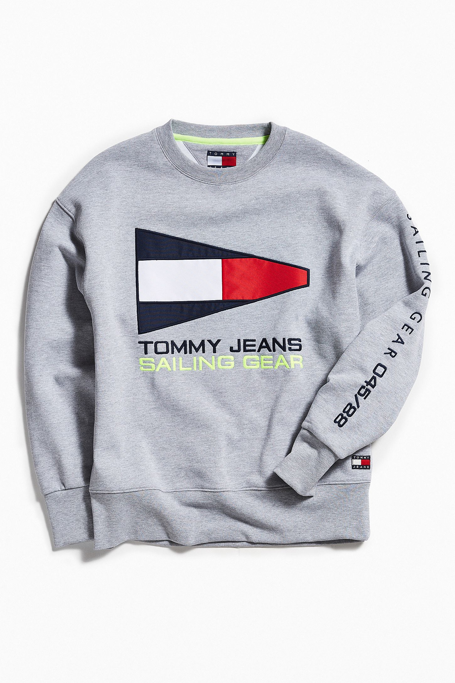 Tommy Jeans  90s Sailing Crew Neck Sweatshirt   Urban Outfitters 54bbe495eb
