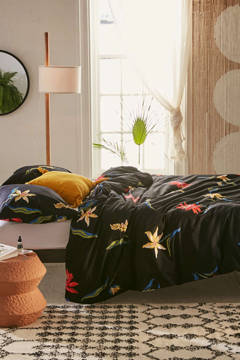 Slide View: 1: Tossed Tropical Duvet Cover