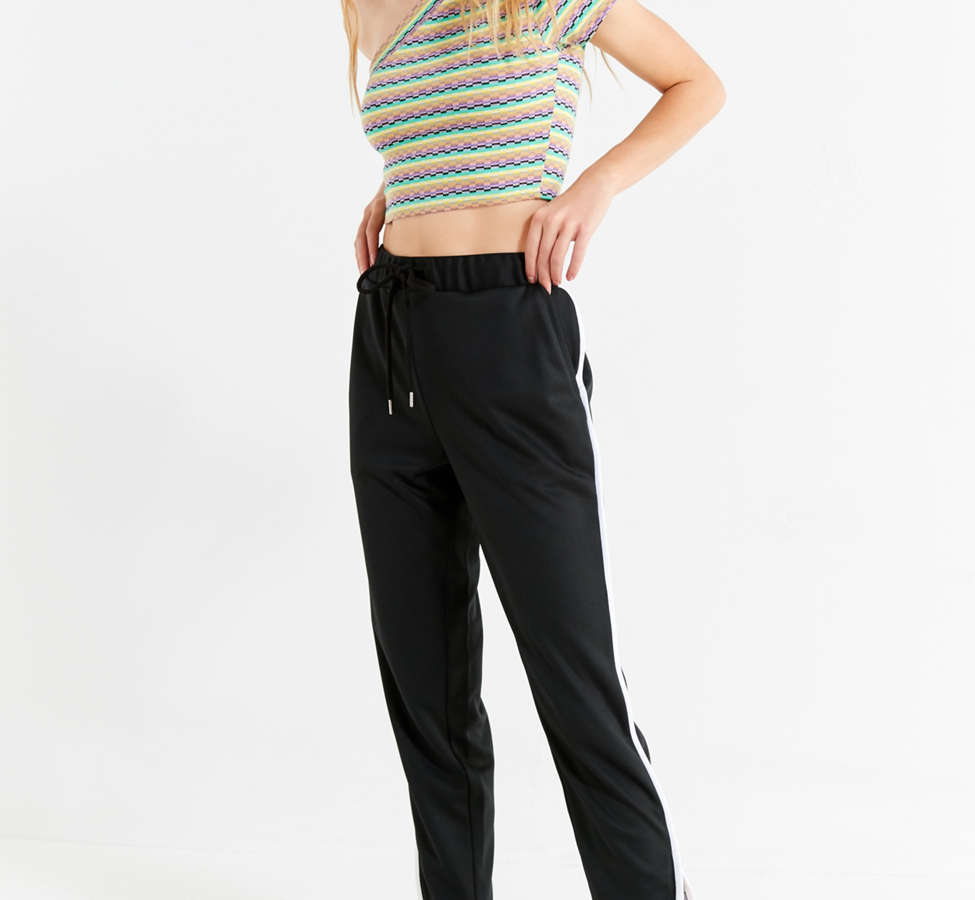 Slide View: 2: UO Melby One-Shoulder Cropped Top