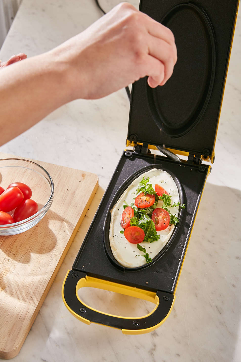 Slide View: 1: Easy Flip Omelette Maker
